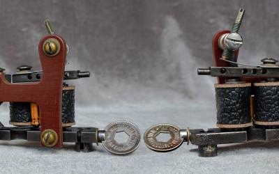 Little lightweight soft shader with phenolic bakelite side, token vise screw and original 1920's binding posts.