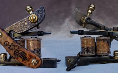 ''No Pain'' razor blade powerliner in damascus steel, exotic Thuya burl and snake skin.