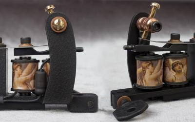 Textured dark black mini Bulldog liner, fast and hard hitting machine. Bakelite add-on supporting the rear binding post.