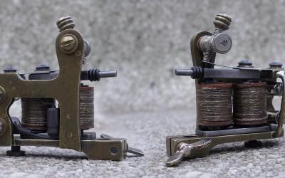 Little antiqued brass Brooklyn Blackie liner, powerful machine for 7-11's. Vintage nickel plated binding posts.